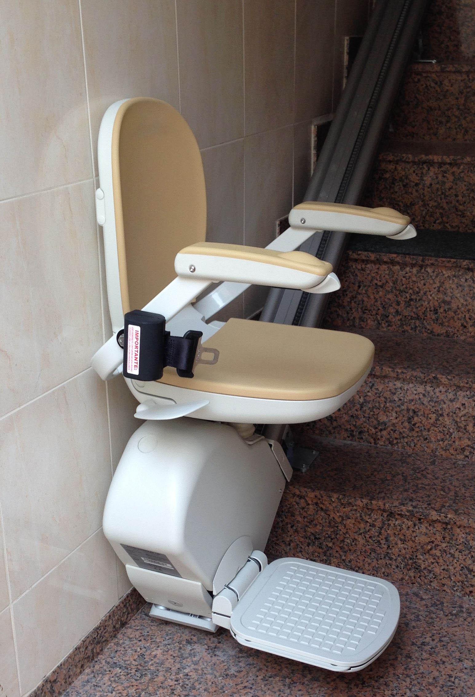 Precios de sillas salvaescaleras empresas instalaci n for Silla sube escaleras precio