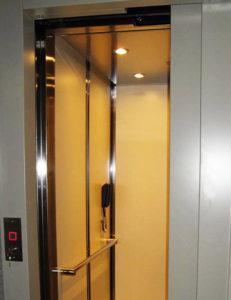 Elevador vertical para personas