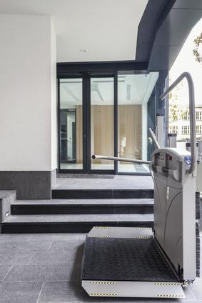 , Plate-forme monte les escaliers | Ascenseurs et plus   photo monte-escalier