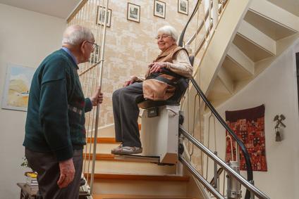 Sillas elevadoras para escaleras ascensoresym s for Sillas ascensores para escaleras precios