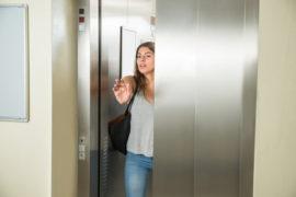 Cómo utilizar el ascensor de forma segura