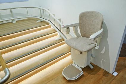 Qu sistemas de elevaci n para salvaescaleras instalar en for Sillas ascensores para escaleras precios