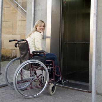 ¿Qué es un ascensor accesible?