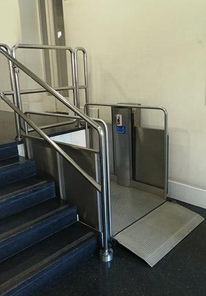 Monte-escalier vertical en fauteuil roulant