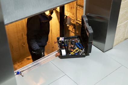 , Travaux d'entretien dans les ascenseurssiege elevatrice