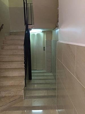 ¿Es obligatorio bajar el ascensor a cota cero?