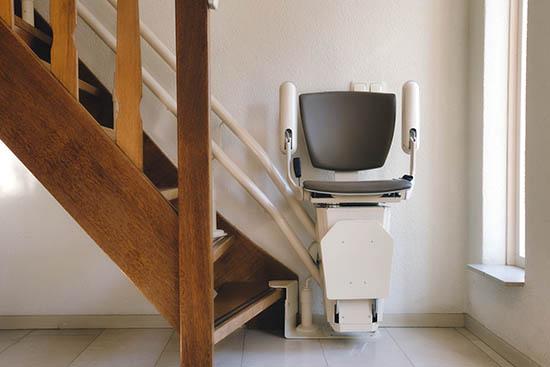 Cómo funcionan las sillas salvaescaleras